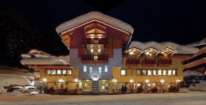 hotel-folgarida-facciata-inverno